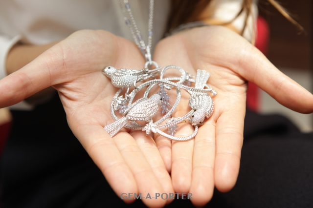 Chopard pendant from the Animal World Collection featuring birds resting on a nest of branches in diamonds and white gold surrounded by blue chalcedonies – POA