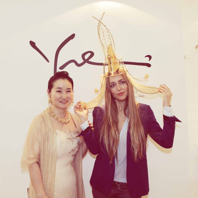 Liza in Korean traditional crown and Myungji Ye